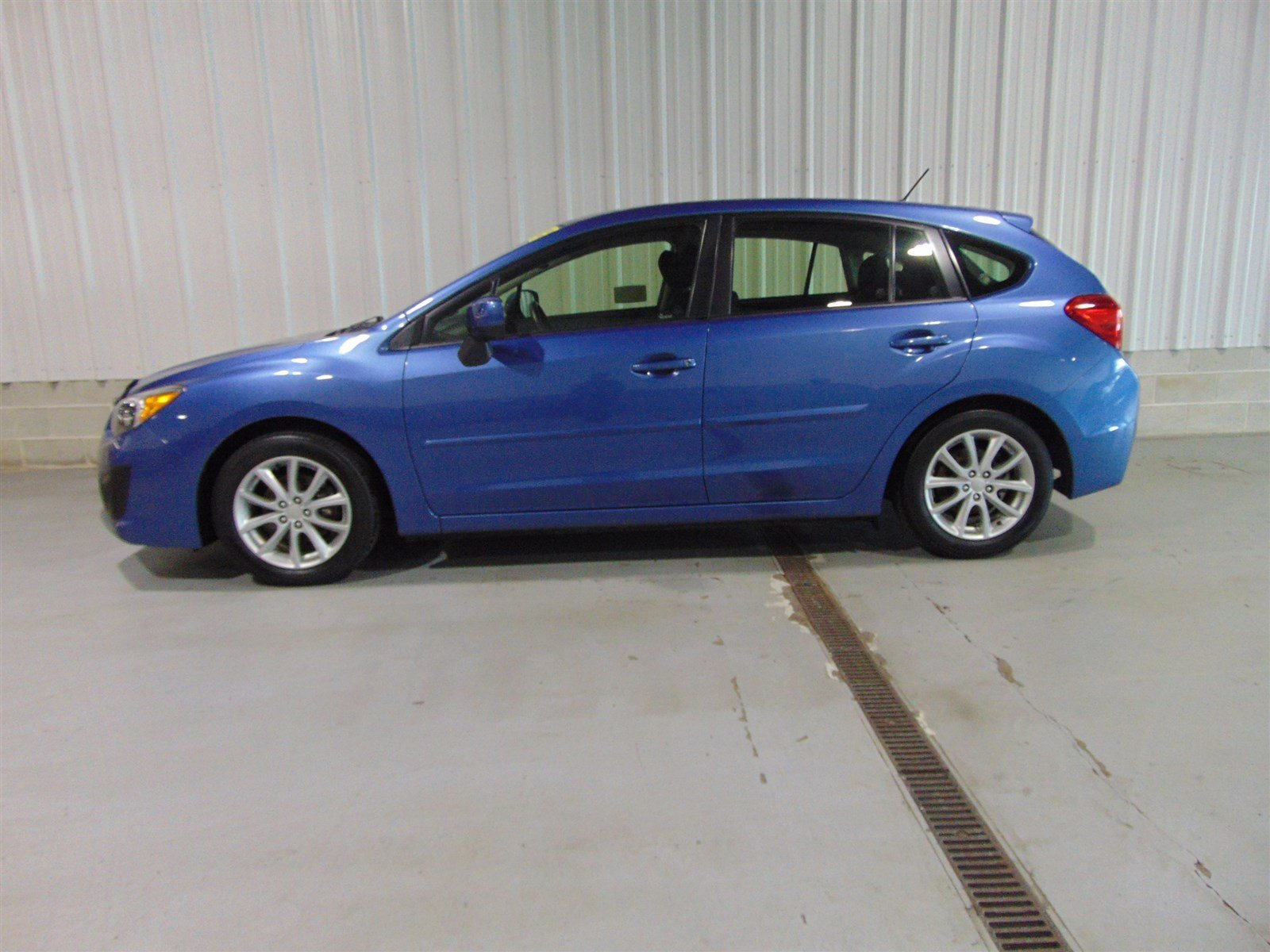 pre owned 2014 subaru impreza wagon premium hatchback. Black Bedroom Furniture Sets. Home Design Ideas